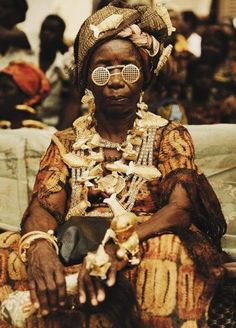 Elderly woman attending Akan ceremony in Cape Coast, Ghana | © of Cape Coast Gold Association