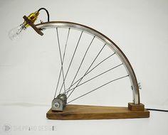 Articles similaires à Bespoke éclairage vélo upcycled sur Etsy