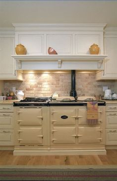 nl Many people are dreaming.Like i did, for twenty years.Someday I will have an AGA in my kitchen.nl Many people are dreaming.Like i did, for twenty years.Someday I will have an AGA in my kitchen. Aga Kitchen, Home Kitchens, Cool Kitchens, Kitchen Remodel, Kitchen Design, Kitchen Inspirations, Kitchen Decor, Country Kitchen, New Kitchen
