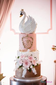 Pretty Pink Swan Birthday Party - Pretty My Party - Party Ideas - Gorgeous Swan Birthday Cake Birthday Cake Girls, Princess Birthday, Baby Birthday, Birthday Parties, Birthday Cakes, Elegant Birthday Party, Rose Centerpieces, Girl Cakes, Baby Cakes