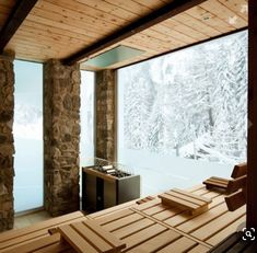 Sauna with a wintery view. Sauna House, Sauna Room, Saunas, Sauna Hammam, Piscina Spa, Building A Sauna, New Bathroom Designs, Outdoor Sauna, Sauna Design