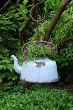 Cesta colgante de flores Kessel - Karin Urban - NaturalSTyle - Rebel Without Applause Diy Garden, Garden Crafts, Garden Planters, Garden Projects, Garden Art, Garden Ideas, Rusty Garden, Balcony Garden, Planter Pots
