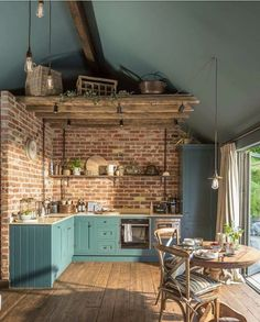 Brick walls might be a new reference in your kitchen design! The monotonous kitchen design can disrupt the mood for people who want to cook. This is not good for a room in a house. Style At Home, Dark Ceiling, Ceiling Color, Ceiling Panels, Sweet Home, Küchen Design, Design Ideas, Loft Design, Modern Design