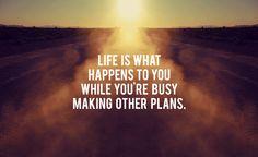 Leben ist das, was dir begegnet, während du dabei bist auf deine Träume zu warten.