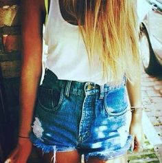 Classic white shirt and highwaisted shorts look Hipster Fashion, I Love Fashion, Passion For Fashion, Fashion Beauty, Hipster Clothing, Fashion Fashion, Summer Outfits, Cute Outfits, Summer Clothes