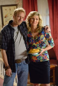 Jenn Robertson and co-star Chris Elliott in CBC's new comedy series, Schitt's Creek. Unique Couple Halloween Costumes, Funny Couple Costumes, Best Couples Costumes, Cool Costumes, Sandy And Danny, Nick And Jess, Chris Elliott, Kim Possible And Ron, Tate And Violet