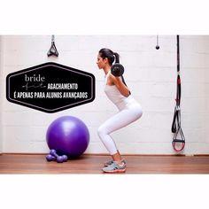 ᗰITOᔕ ᔕOᗷᖇE O ᗩGᗩᑕᕼᗩᗰEᑎTO • ᑭᗩᖇTE Iᐯ  Só pode fazer o agachamento quem é avançado nos exercícios físicos?  O agachamento é um movimento natural do dia a dia, afinal você senta e levanta todos os dias da cama, da cadeira do escritório, do sofá, etc. Então só quem é avançado pode fazer o agachamento? Lógico que não. Porém isso depende do tipo de agachamento, da complexidade do movimento e da carga que será aplicada ao exercício. Quem nunca fez nenhuma atividade física e entra numa academia por…