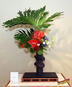 Essence Zen 2007 Ikebana Exhibition - Lois SHORE - Sensei - KORYU SHOTOKAI C20070429 005, via Flickr.