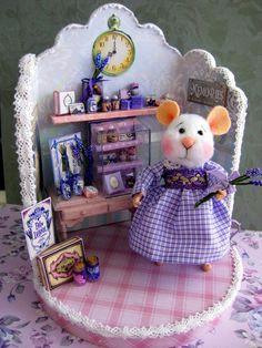 Nostalgie Fantasy Maus mit Lavendel Shop ,Filzmaus,Landhaus/Shabby Tilda-Art