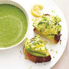 Deze makkelijke en gezonde broccoli-spinaziesoep staat snel op tafel en zit bomvol smaak. Serveer de soep met avocadotoast, of wat dacht je toast met zalm?