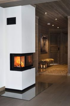 Tiltalende hytte med svært god planløsning, beliggende på Øknin og en av Torpoåsens flotteste tomter | FINN.no Modern Fireplace, Fireplace Design, Fireplace Remodel, Amazing Architecture, Hearth, Real Estate, Contemporary, House, Home Decor