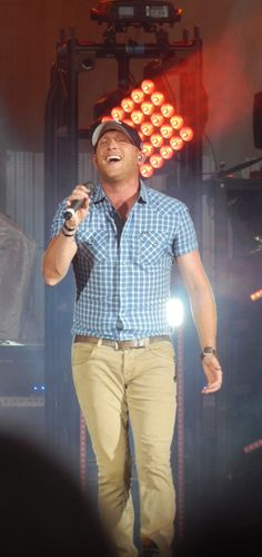 Cole Swindell Country Lyrics, Country Singers, Country Music, Cole Swindell, Luke Bryan, Music Love, Favorite Person, Boyfriends, Role Models