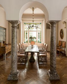 The dining room has been radically transformed by Jože Plečnik between 1932 and 1933, as the entire house Prelovšek, mansion built in 1911.  It opens with three arches resting on two columns of green marble. The furniture was also designed by the architect.