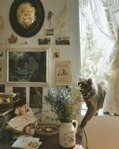 'Halfway home in the hilltop trees, And all our footprints in the snow'. Irish blood, woodland dweller living in the garden of England. Room Ideas Bedroom, Dream Bedroom, Dream Rooms, Bedroom Decor, My New Room, My Room, Kunstjournal Inspiration, Interior And Exterior, Interior Design
