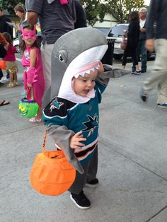 Anabela's ready to trick-or-treat in her #SJSharks hockey Halloween costume!