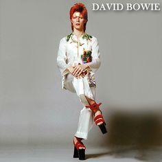 Year: 1973 Model(s): David Bowie. (Fated to Pretend) Year: 1973 Model(s): David Year: 1973 Model(s): David Bowie. Glam Rock, Bowie Ziggy Stardust, David Bowie Ziggy, Lady Stardust, David Bowie Young, Michel Delpech, Estilo Folk, David Bowie Fashion, Style Année 70