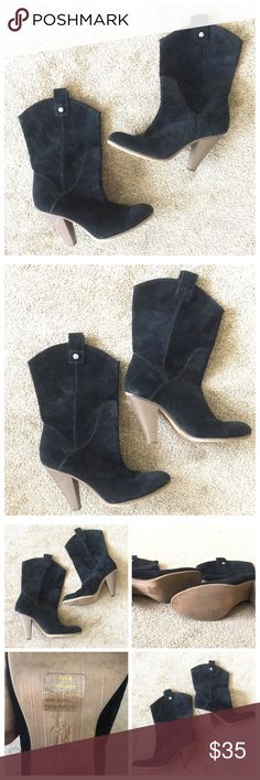 """❤️❤️AEO Suede Black Heel Mid Calf Boots❤️❤️ ❤️❤️American Eagle Outfitters Suede Black Heel Mid Calf Boots❤️❤️ Gorgeous!! Size 10 Medium. In great gently used condition!! Heel height is 4"""". All my items are from a smoke free environment. American Eagle Outfitters Shoes Heeled Boots"""
