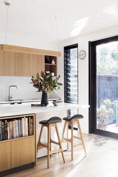 Creek House – An Overture to Mid-Century Design — Kitchen Renovation & Custom Kitchen Designs | Cantilever Interiors #cocinas #kitchendesign