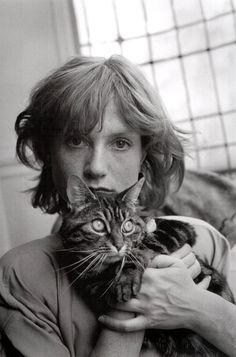 Über-cool French actress Isabelle Huppert and her tabby cat in 1985.