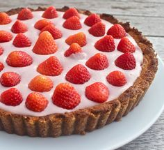 Strawberry Cream Pie: vegan, gluten free, dairy free, sugar free