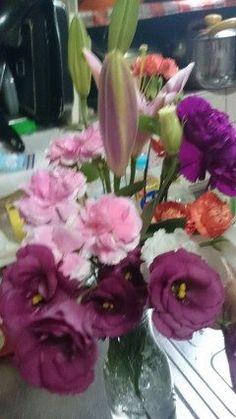 友達のお母さんが亡くなったのでお葬式に行ってきました帰りに貰ってきたお花の色にビックリ(@_@)カーネーションとトルコキキョウノの色どうですか  #熊本県#山都町#島木 tags[熊本県]