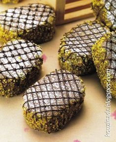 La Cuisine Algérienne: Russes aux pistaches et aux amandes