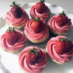 Strawberry Lemonade Cupcakes, dye free