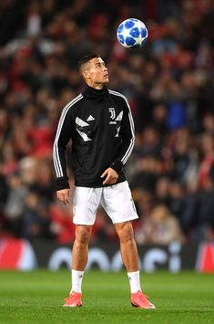 Cristiano Ronaldo of Juventus controls the ball prior to the Group H match of the UEFA Champions League between Manchester United and Juventus at Old Trafford on October 2018 in Manchester, United Kingdom. Cristiano Ronaldo Cr7, Neymar, Cristiano Ronaldo Wallpapers, Cristino Ronaldo, Ronaldo Football, Cristiano Ronaldo Celebration, Liga Soccer, Ronaldo Photos, Juventus Players