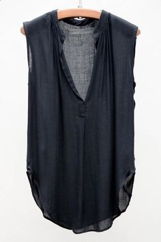 Blouse I can wear from work to weekend. I have loads of satin-y blouses - would like a few more casual that I could also wear on a casual weekend Look Fashion, Fashion Outfits, Womens Fashion, Looks Style, Style Me, Mode Abaya, Look Boho, Mode Inspiration, Shirts & Tops