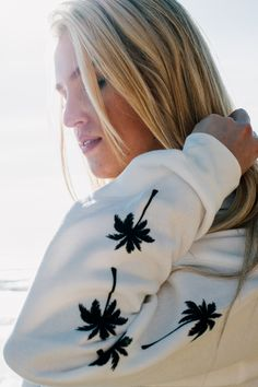 This women's white hoodie features a retro Billabong logo print at the chest and palm tree prints down the sleeves. Surrounded by palms and cozy fleece, the 'Windy Palms' sweater is everywhere you want to be and more. Chuck it on after you come out from a good surf session!