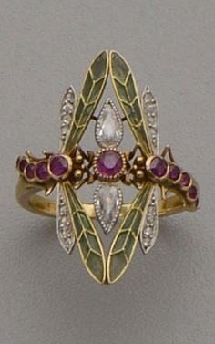 An Art Nouveau gold, plique-à-jour enamel, diamond and ruby ring. - An Art Nouveau gold, plique-à-jour enamel, diamond and ruby ring. Designed as two dragonflies with - Bijoux Art Nouveau, Art Nouveau Jewelry, Jewelry Art, Antique Jewelry, Vintage Jewelry, Jewelry Accessories, Fine Jewelry, Jewelry Design, Art Nouveau Ring