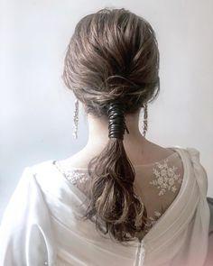 知 花 -I C H I C A-さんはInstagramを利用しています:「. . サクッと一束にまとめて 毛先はゆるっとウェーブかけて 仕上げにレザーをくるくる巻きつけて. . 可愛いカッコいい 華やかシンプルなstyle☺︎ . . I speak English! Please feel free to contact us with…」 Wedding Hairstyles, Cool Hairstyles, Ponytail Wrap, Hair Arrange, Hair Shows, Bridal Hair Pins, Good Hair Day, Grunge Hair, How To Make Hair