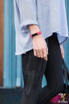 Pink + gold + comfortable all day. This gold plated special edition Fitbit Alta tracker is a win-win-win. Best Fitness Watch, Fitness Watches For Women, Waterproof Sports Watch, Fitness Wristband, Pink Workout, Tecno, Fitbit Alta, Fitness Tracker, Sport Watches