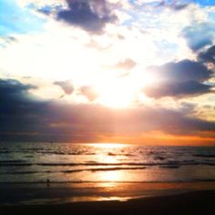 My weaknessss ahh love beaches n sunsets!!