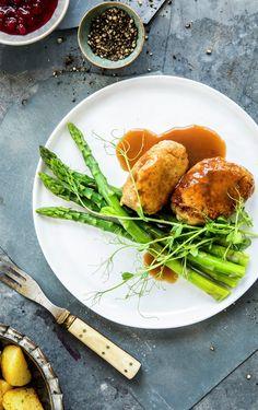 Kyllingkjøttkaker Seaweed Salad, Ethnic Recipes, Food, Decor, Decoration, Essen, Meals, Decorating, Yemek