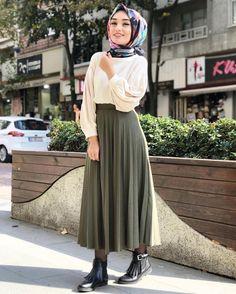 Pinterest: @adarkurdish Turkish Fashion, Islamic Fashion, Muslim Fashion, Modest Fashion, Skirt Fashion, Fashion Outfits, Modest Dresses, Modest Outfits, Modele Hijab