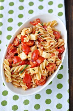 Sun-Dried Tomato Pasta Salad - LOVE sun-dried tomatoes. This pasta salad looks super easy to make & is loaded with lots of flavor. Yum.