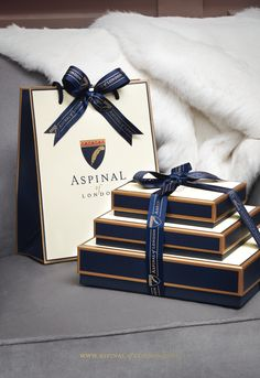 Aspinal Luxury Gift Wrap is simply exquisite. It begins with laying a nest of signature tissue paper on the bottom of ea Luxury Packaging, Gift Packaging, Luxury Gifts For Women, Gift Wraping, Marca Personal, Tech Gifts, Box Design, Gift Bags, White Paper