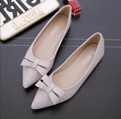 Fashion Leisure Flats Loafer Bowknot Pointed Slip On Patent Leather Womens Shoes Pretty Shoes, Beautiful Shoes, Cute Shoes, Me Too Shoes, Loafer Shoes, Loafers, Nude Flats, Golf Shoes, Luxury Shoes
