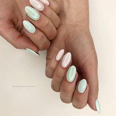 Изысканный, элегантный и манящий маникюр можно сделать с таким декором для ногтей как жемчужная втирка MASTER. Жемчужная втирка - это порошкообразный декор для ногтей, он содержит в себе мелкие частички блеска, которые напоминают измельчённый порошок жемчуга. Elegant, elegant and inviting manicure can be made with such a nail decor as a pearly rubbing MASTER. Pearl grinding is a powdery decor for nails, it contains small particles of gloss that resemble crushed pearl powder