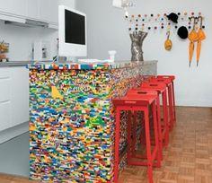 Mesa de cocina con diseño de ladrillos de colores