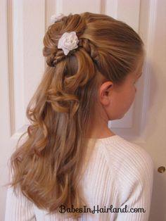 Fryzury komunijne dla dziewczynek z warkoczem i lokami - śliczne upięcia na I Komunię Świętą