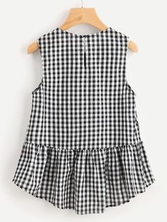 Young Gingham Peplum Regular Fit Round Neck Sleeveless Black and White Buttoned Keyhole Tiered Hem Gingham Shell Top Vestido Crop Top, Crop Top Dress, Sleeveless Crop Top, Peplum Blouse, Kids Fashion, Fashion Outfits, Women's Fashion, Shell Tops, Black And White Style