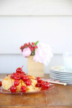10 minute balsamic cherry baked brie - an amazingly easy appetizer inspired by @officialglade #feelglade