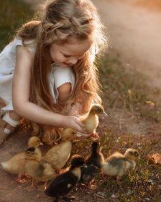 Animals For Kids, Animals And Pets, Baby Animals, Cute Animals, Precious Children, Beautiful Children, Children Photography, Animal Photography, Cute Kids