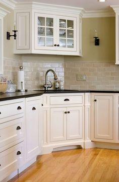 Two Tone Kitchen Cabinets | При угловом расположении кухонных ...
