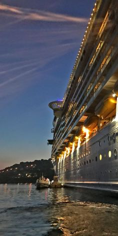 Cruise Tips: Travel Hacks for Taking a Cruise. Wondering how to make the most of your next cruise vacation? Many people dream of taking exotic trips on luxury cruise liners to incredible destinations. Biggest Cruise Ship, Best Cruise Ships, Caribbean Cruise Line, Royal Caribbean Ships, Cruise Vacation, Cruise Travel, Cruise Tips, Shopping Travel, Carnival Fantasy Cruise