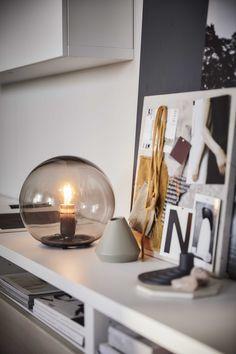 FADO - Geeft de kamer een zachte, gezellige sfeerverlichting. Ikea Fado, Chill Lounge, Dresser La Table, Ikea Must Haves, Desk Lamp, Table Lamp, Der Computer, Chaise Bar, Led Lampe