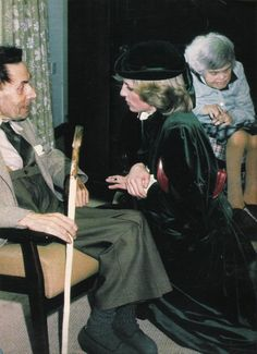 1982-11-02 Diana talks to 68-year-old Clifford Dunsford at the Royal School for the Blind in Leatherhead, Surrey