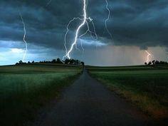 Sabah yağış yağacaq, şimşək çaxacaq -->http://goo.gl/mlRvgN